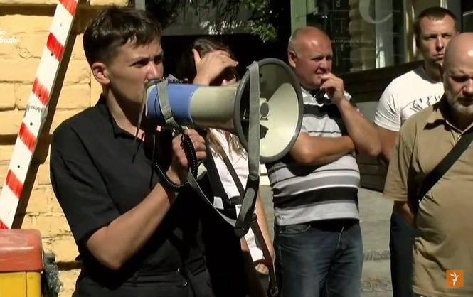 Савченко организовала протестный митинг у здания администрации президента Украины