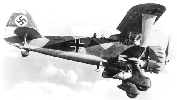 """Хеншель Hs-123: примитивный, но """"неубиваемый"""" немецкий штурмовик"""