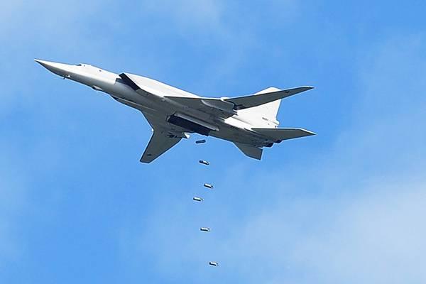 Ту-22М3 ВКС РФ нанесли удар по позициям боевиков ИГИЛ в районе Ракки (Сирия)