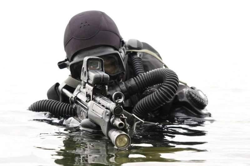 Черноморцы отрабатывают задачи по защите базы от диверсантов