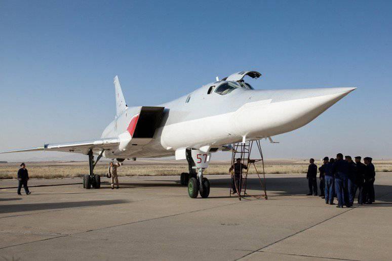रूस ने ईरान और इराक से क्रूज मिसाइलें उड़ाने की अनुमति मांगी। रूसी तू-एक्सएनएमएक्सएक्सएक्सएक्सएलएनयूएमएक्स ईरानी बेस हमादान में दिखाई दिया