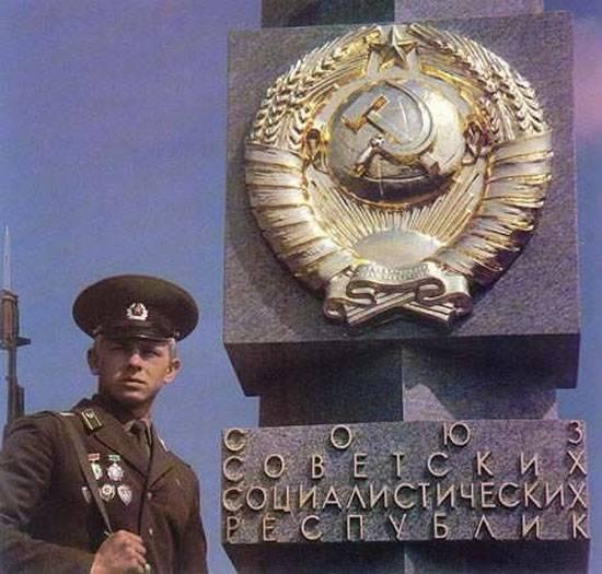 Граждане 11 стран постсоветского пространства оценивали жизнь при СССР и после его распада