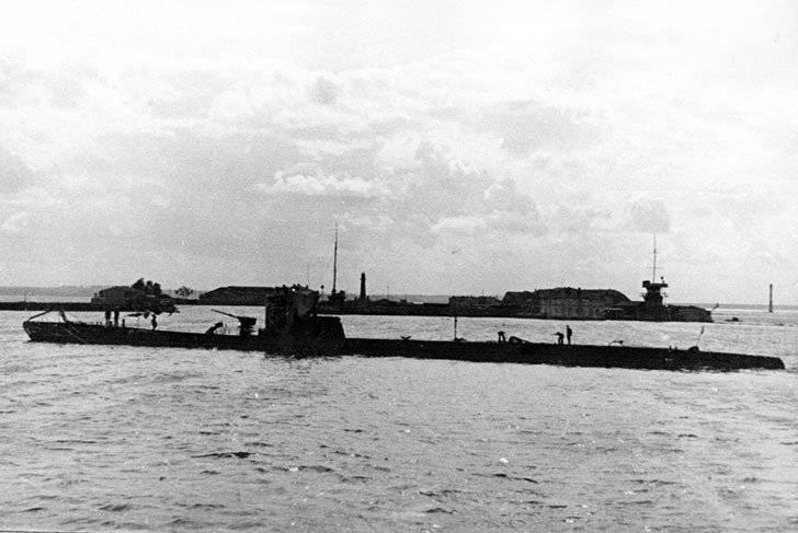В немецкий тыл на... подводных лодках
