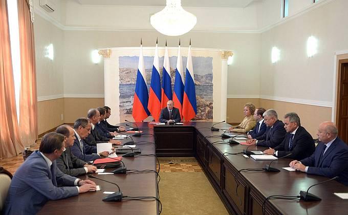 Киев озабочен тем, что Владимир Путин не согласовал с ним визит в Крым