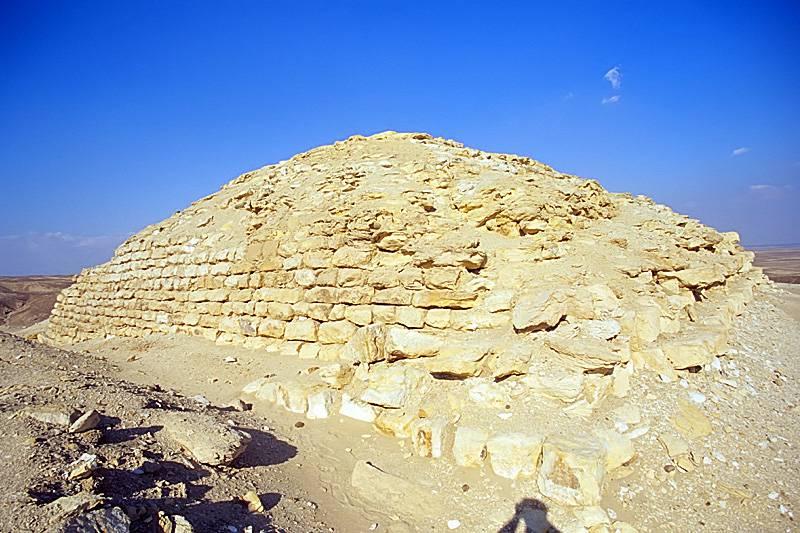 Guerra, oro e piramidi. (seconda parte). Snofru - costruttore di piramidi
