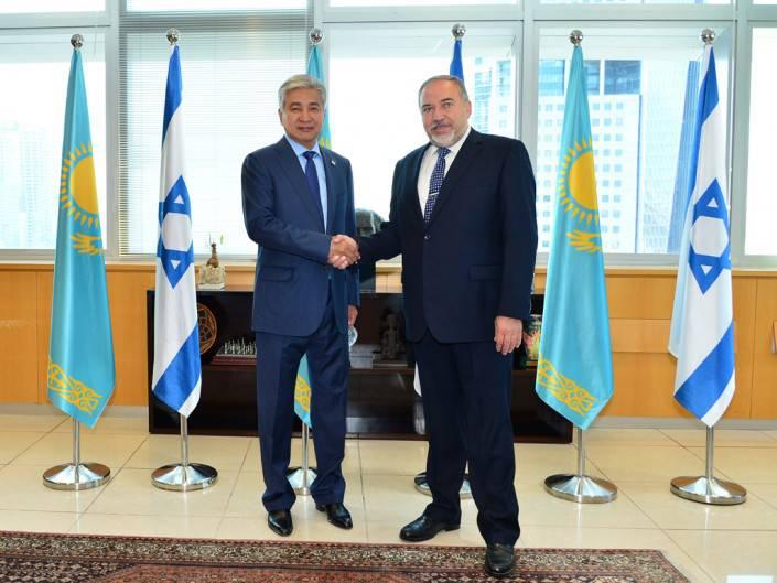 Министры обороны Казахстана и Израиля договорились совместно производить беспилотники