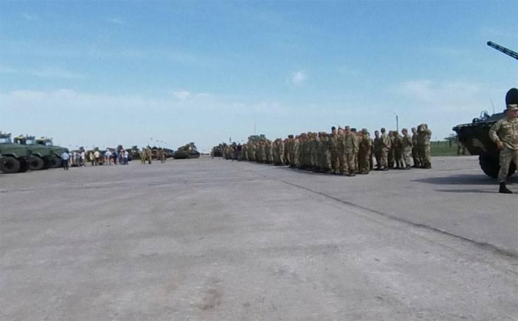 Порошенко бросает в Донбасс более 140 единиц военной техники