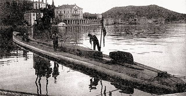 """""""Patchwork"""" submarines in the war"""