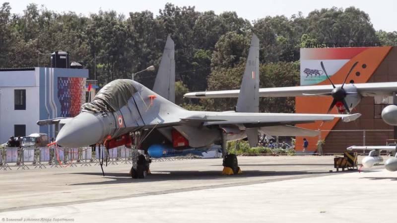 """Индийские ВВС получат на вооружение Су-30МКИ с ракетами """"БраМос"""" в следующем году"""