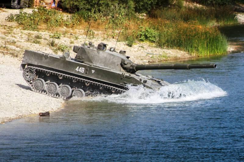 Представителей военных ведомств Ирана и Египта заинтересовала бронетехника российских ВДВ