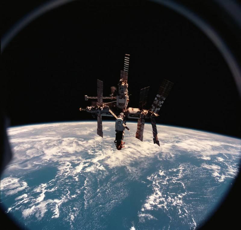 Пожар в космосе... или построим себе новую станцию? Почему американцы истерят...