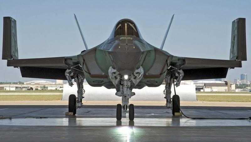 Палубный F-35C приступил к третьему этапу испытаний