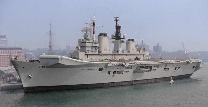 Бывший флагман британского флота «Илластриус» отправляется в утиль