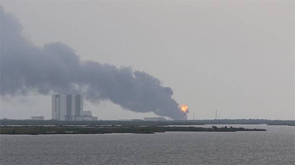 На американском космодроме взорвалась ракета Falcon-9