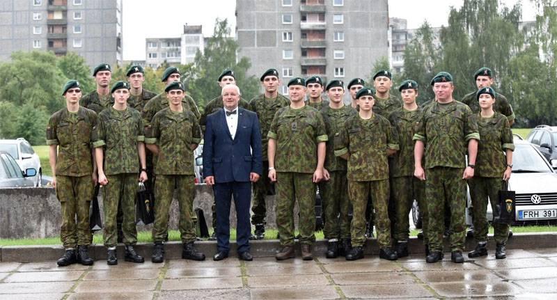 Грибаускайте призвала уйти в отставку министра обороны Литвы