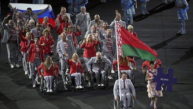 Белорусская команда на открытии Паралимпийских игр вышла с флагами РБ и России