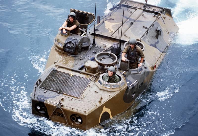 Десантный плавающий бронетранспортер LVTP7 / AAV7A1 (США)