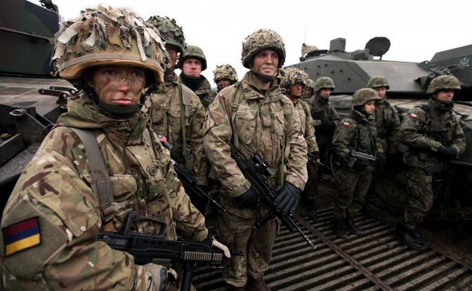 Российские эксперты прокомментировали заявление британского генерала о неспособности НАТО отразить нападение российских войск