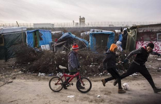 Олланд в Кале пообещал снести лагерь беженцев