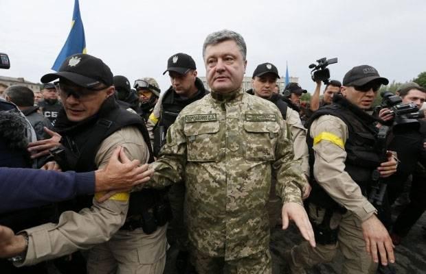 """Порошенко о """"новом шаге к профессиональной армии"""""""