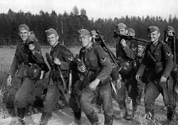 Товарищи, ударим открытием московского филиала Ельцин-центра по бездорожью и разгильдяйству!..