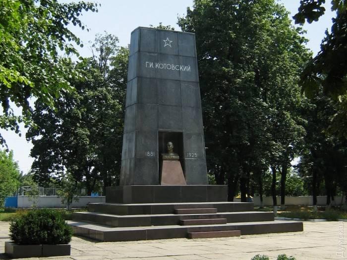 Очередной акт украинской декоммунизации: прах Котовского решено перезахоронить на городском кладбище