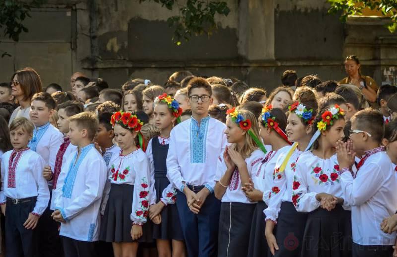 """Украинских школьников обязали сдавать деньги на нужды """"АТО"""""""