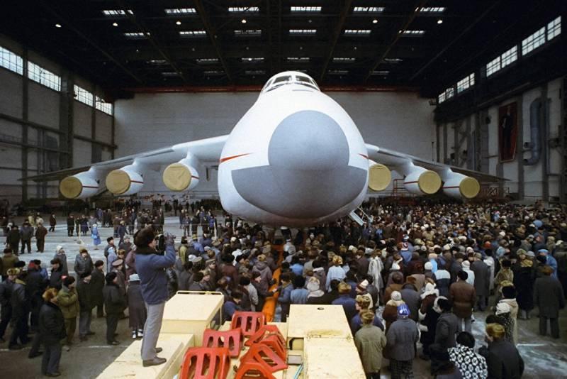 «Антонов»: сборка самолётов прекращена из-за разрыва отношений с Россией