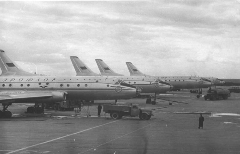 60 лет назад совершил первый регулярный рейс советский пассажирский лайнер Ту-104