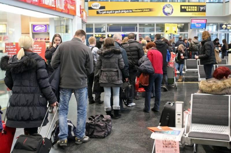 «Все уехали в Лондон». Куда и почему эмигрируют из Прибалтики?