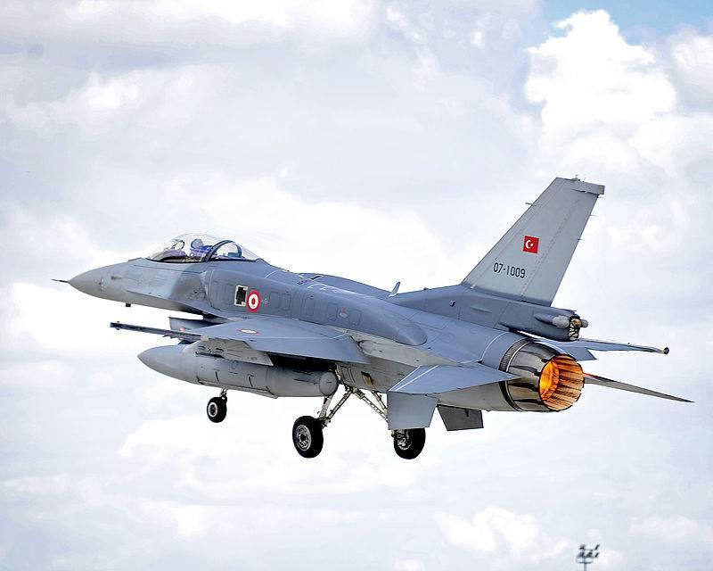 ВИраке сбит турецкий истребитель F-16