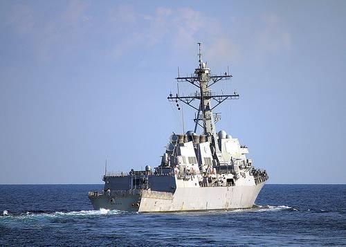 Американский эсминец DDG-87 Mason подвергся ракетному обстрелу у берегов Йемена