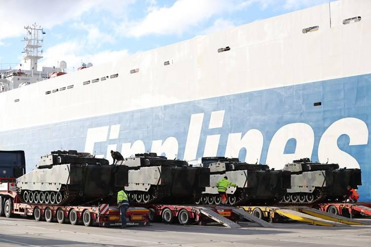 В Эстонию прибыли из Нидерландов первые БМП CV9035NL Mk III