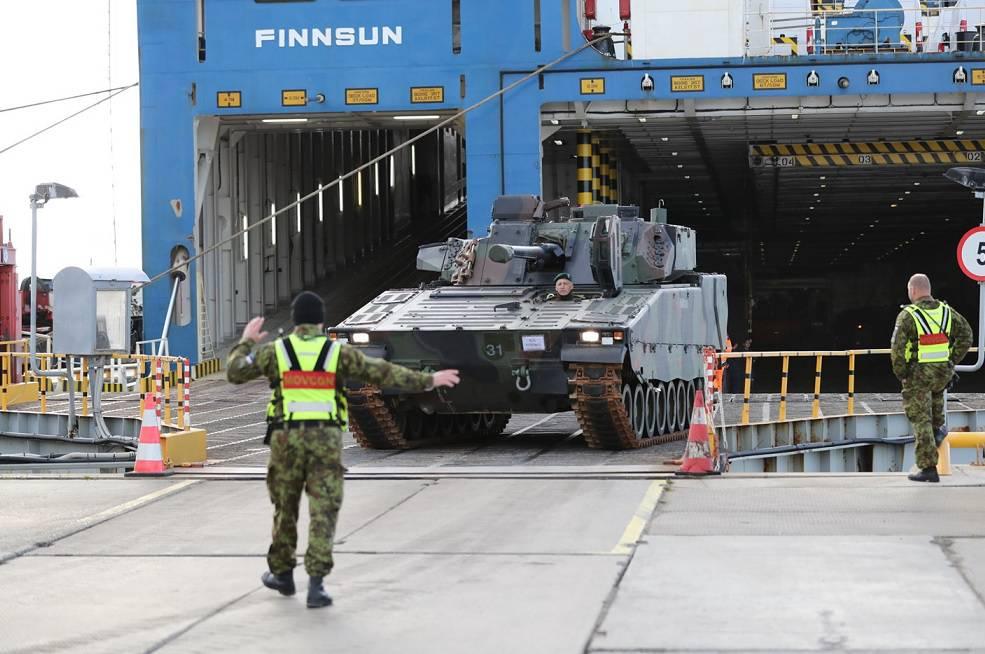 Эстония начала получать первую бронетехнику изНидерландов