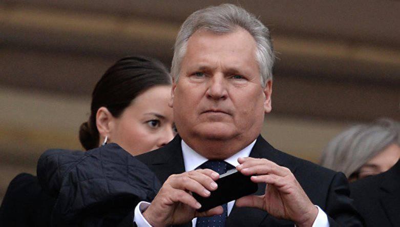 Экс-президент Польши: продажа вертолётов Caracal должна была компенсировать Парижу убытки, связанные с «российскими» вертолётоносцами