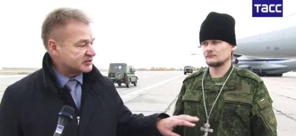 В ЦВО представили полевую форму для военных священников православной церкви