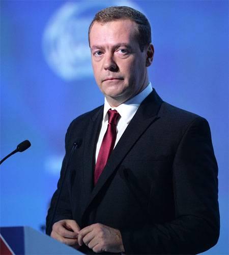 """Дмитрий Медведев в целях безопасности эвакуирован из зала форума в """"Сколково"""""""