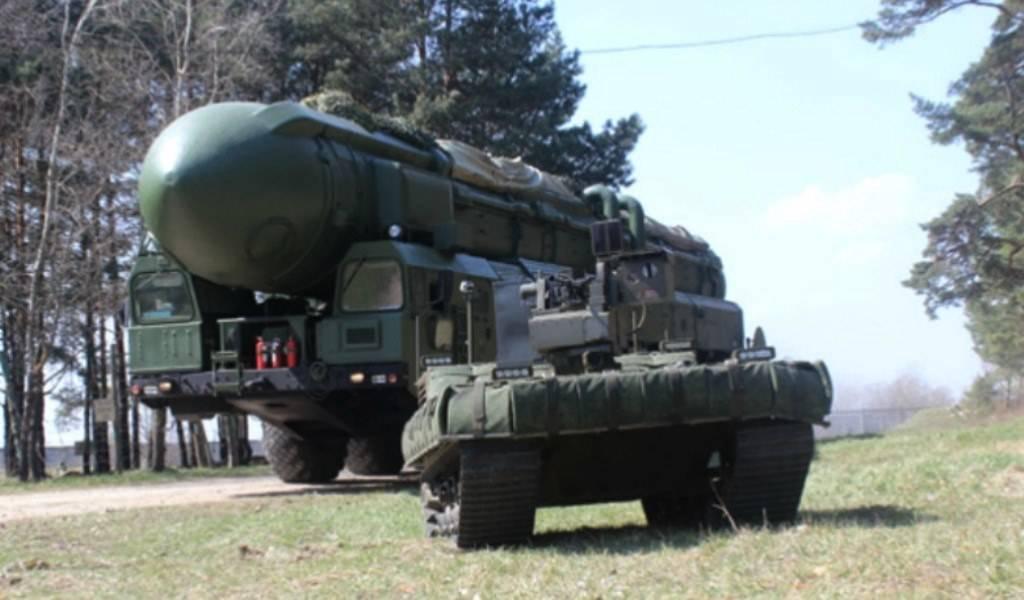 Ракетные войска РФ будет охранять робот-вездеход сгранатометом
