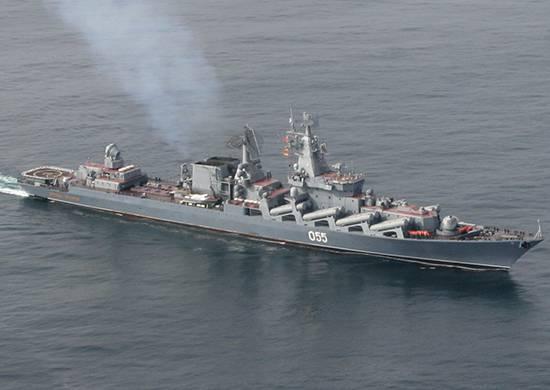 """Ракетный крейсер """"Маршал Устинов"""" вышел в море для проведения ходовых испытаний после ремонта"""