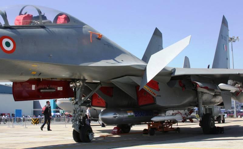 Первый сброс макета BrahMos-A с индийского истребителя Су-30МКИ (видео)