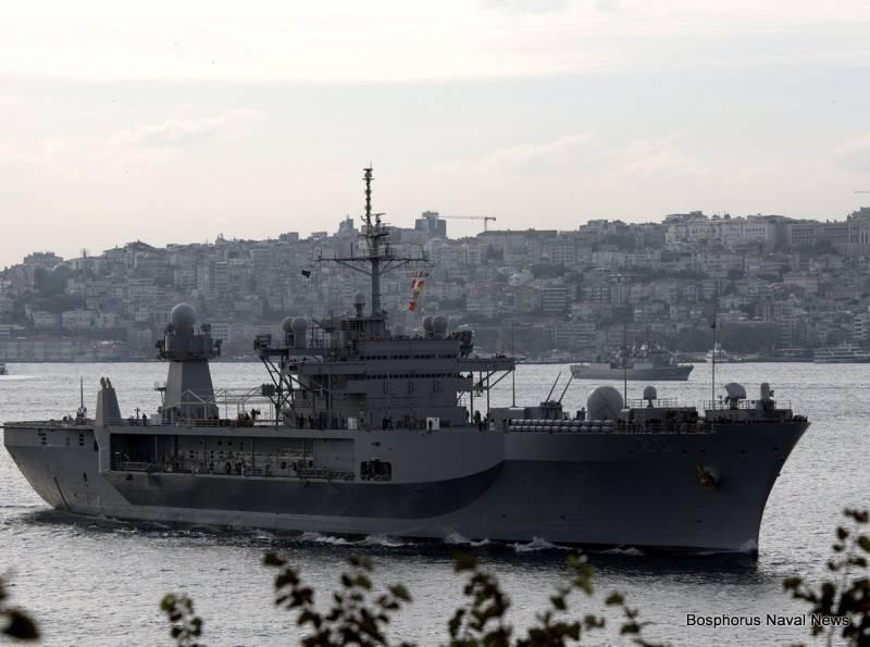 Все передвижения американского корабля Mount Whitney отслеживаются Черноморским флотом