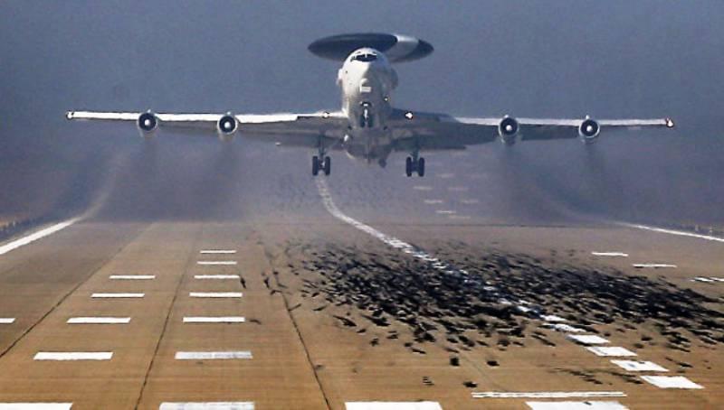 Натовский разведывательный самолёт приземлился на базе в Эстонии
