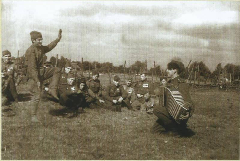 Как Солдат Солопов без стопы танцевал (история военной фотографии)
