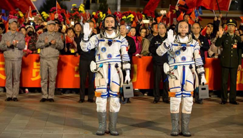 Китай успешно запустил на орбиту пилотируемый корабль