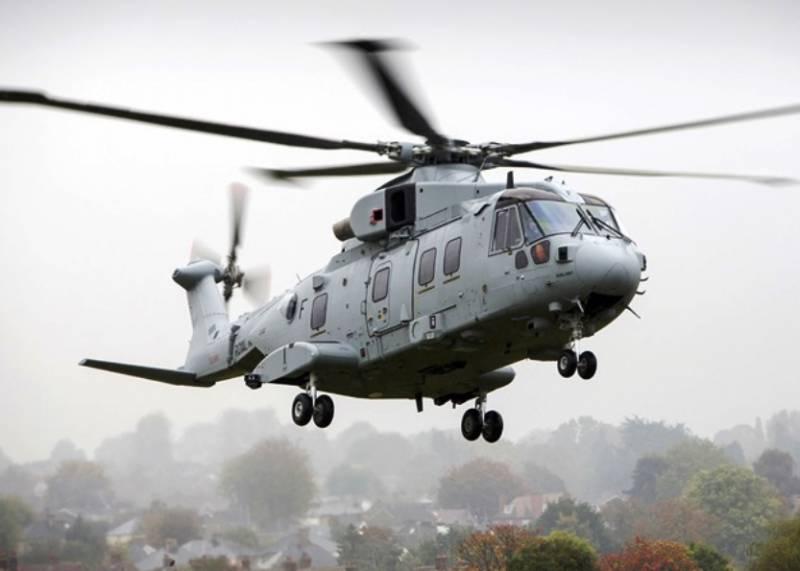 В Британии впервые поднялся в воздух морской вертолёт Merlin HC.4