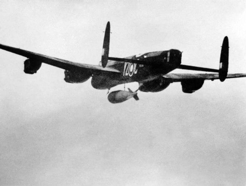 Английские сейсмические бомбы Tallboy («Верзила») и Grand Slam («Большой хлопок»)