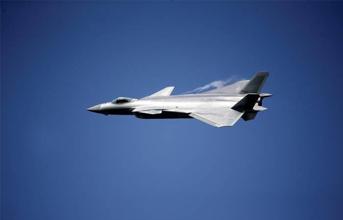 На авиасалоне в КНР представили новейший истребитель J-20 (видео)