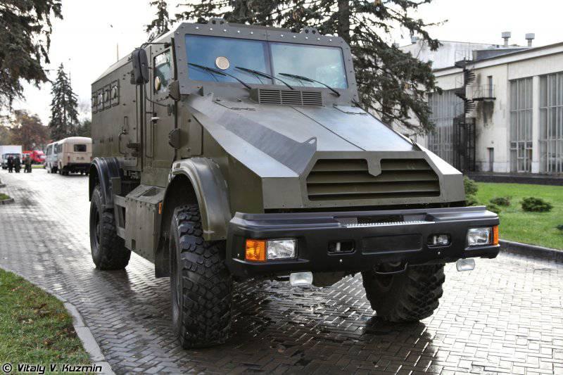 Ангольские пограничники пересаживаются на российские машины