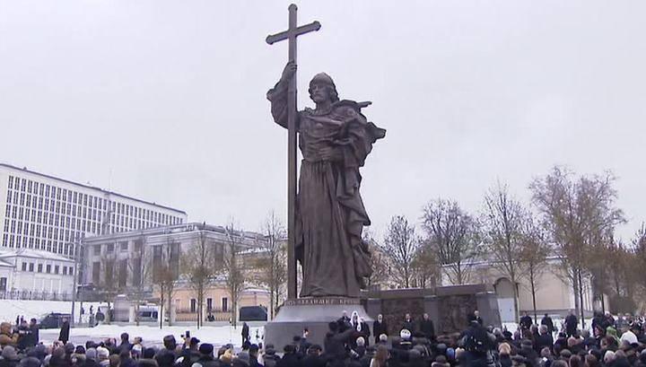 """Мария Захарова ответила Порошенко на его """"претензии"""" по поводу памятника князю Владимиру"""