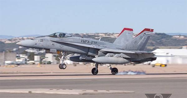 В калифорнийском небе произошло столкновение двух самолётов F/A-18 Hornet